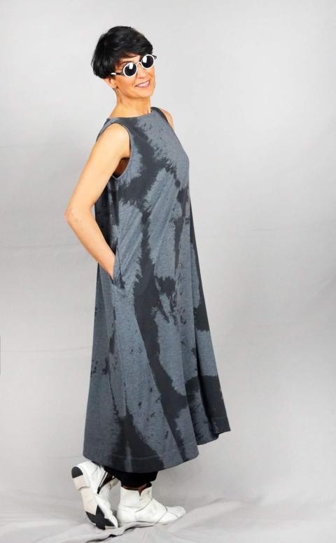Moyuru – Vestito grigio con grafiche