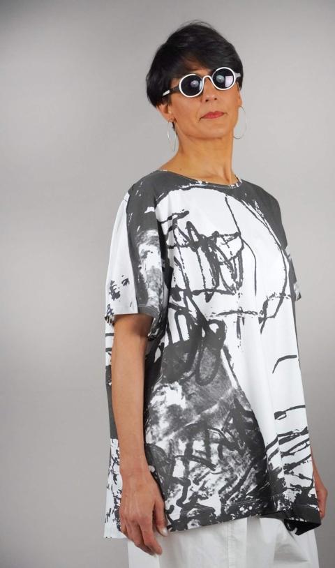 Moyuru – T-shirt over bianca e grigia